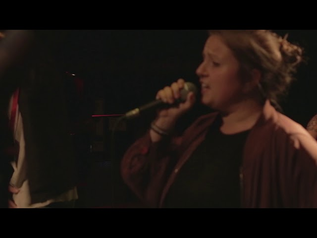 Yoni & Sonja Spang – Leistungskackscheiße | Unplugged 2017