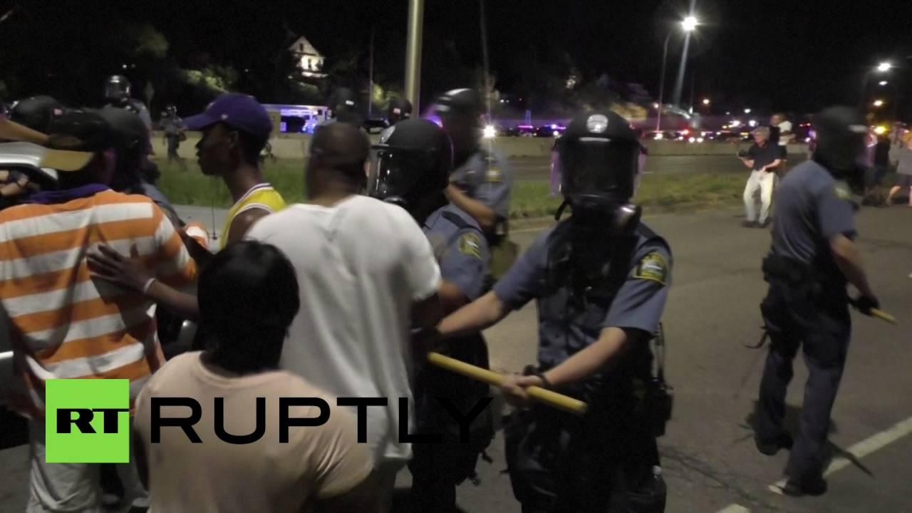 Полицейские пострадали в ходе массового протеста в Миннесоте
