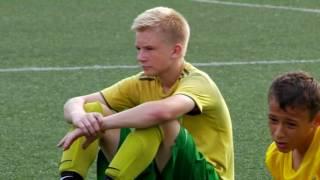 ВНЕ ИГРЫ (документальный фильм о футболистах и болельщиках)