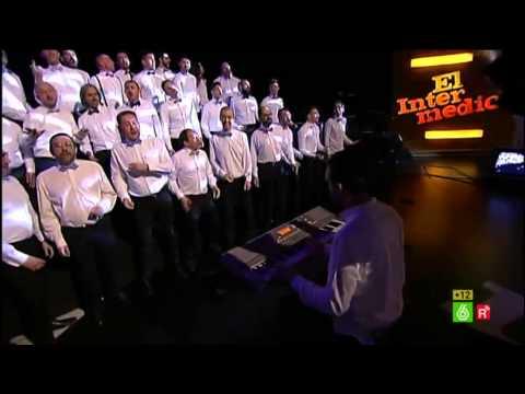 Coro de Hombres Gays de Madrid en El Intermedio.
