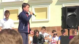 «Если был бы жив Сталин!» Мальчик на митинге в Волоколамске