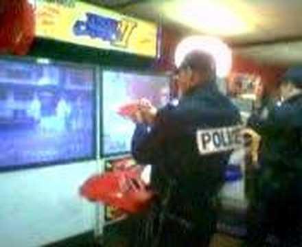 La police en fonction a la foire du trone youtube for Foire du trone en transport