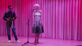 �������� ���� Merilyn Monroe plays on sax ������