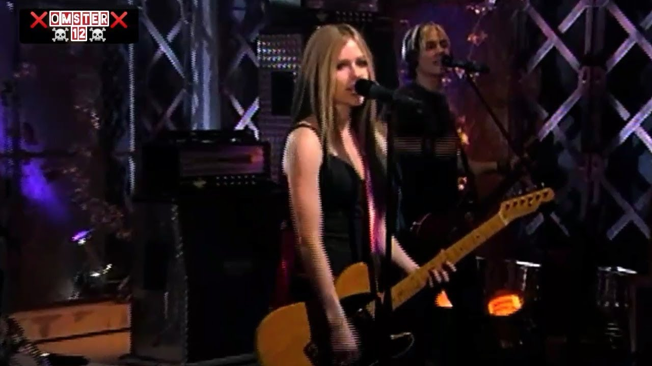 Download Avril Lavigne Don't Tell Me (Remastered) Live Performance 2004 HD