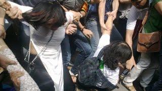 Cận cảnh vụ CA đàn áp thô bạo nhiều phụ nữ mặc áo dài sáng chủ nhật, 26/4/2015