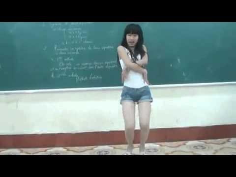 Em teen nhảy nhạc Hàn trong lớp.mp4