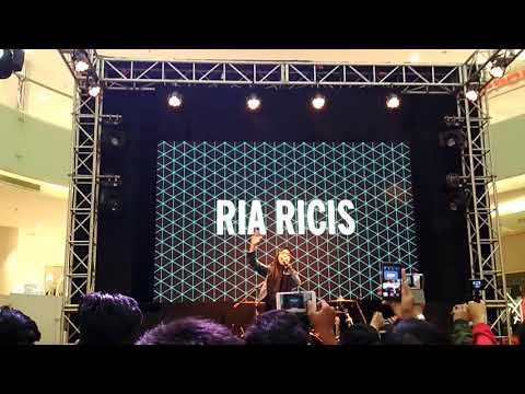 Youtube FanFest Surabaya - Ria Ricis (Konco Mesra)