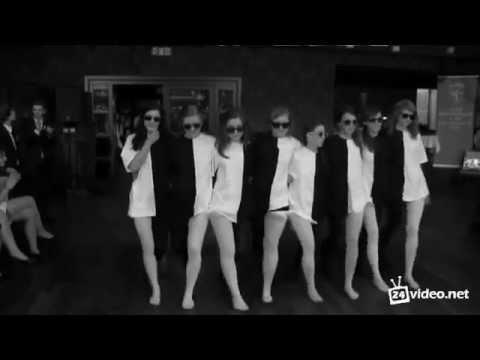 Танцующие широкобёдрые девушки фото 199-418