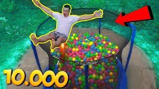 Was passiert wenn man in 10.000 Bunte Bälle springt ?😱😜