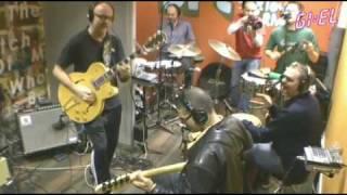 Typhoon & New Cool Collective Live @ Giel Beelen (3FM) - Licht Uit (9-12-2009)