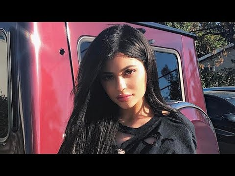 Kylie Jenner Shows BARE Belly Amid Rumors & Reunites With Travis Scott