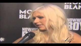 Christina Aguilera singing John Lennon's Imagine