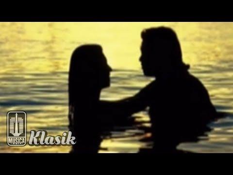 Ebiet G Ade - Senandung Jatuh Cinta (Karaoke Video)