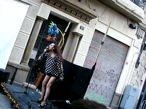 singer in the street on stage @ Poble Sec Barcelona by Sun Radio Ibiza TVguapacantantepoblesec