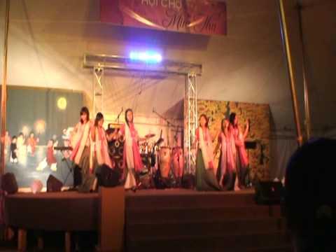 Tet Trung Thu Lantern Dance