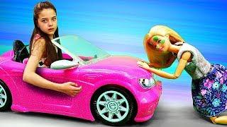 Барби съела мухомор! Салон красоты в лесу - Мультик Барби - Играем в куклы