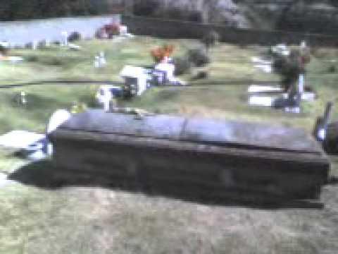 Caja de muerto abandonada en el panteon jardines del for Jardines del recuerdo