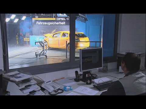 New Opel Astra J - Crash Test In Depth