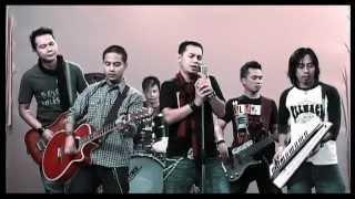 Sofaz - Bukan Di Sini (Official Music Video - HD)