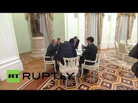 Russia: Putin greets former Japanese PM in Moscow