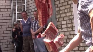 """Рубка свиной и бараньей туш шашками фирмы """"Назаров & Калибр"""""""