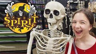 Spirit Halloween Returns!  Halloween Props and Decorations