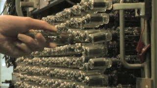 国内初の真空管を使った計算機を展示