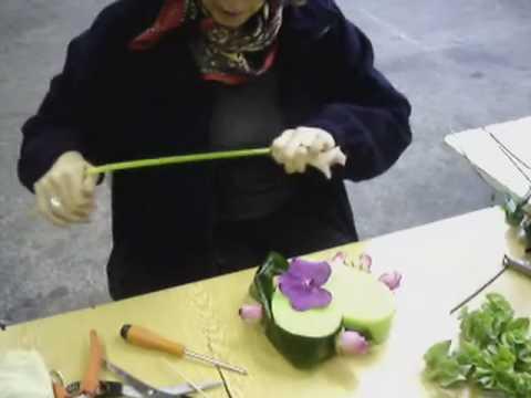 Vid o r alisation d 39 une composition florale youtube - Petite composition florale pour table ...