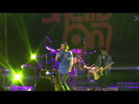 sheila on 7 lapang dada  ( live konser padang 2018 )