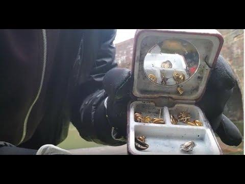 Magnet Fishing – Found gold earings!! & Motorbike