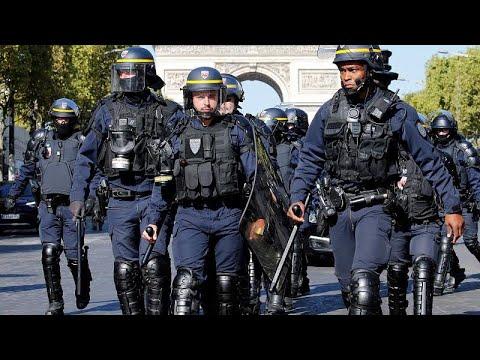 الشرطة الفرنسية تعتقل أكثر من 100 متظاهر خلال احتجاجات السترات الصفراء والمناخ بباريس…  - نشر قبل 52 دقيقة