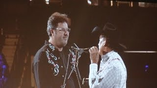 George Strait Vince Gill Amarillo by Morning - 3 8 14 - Chicago, IL.mp3