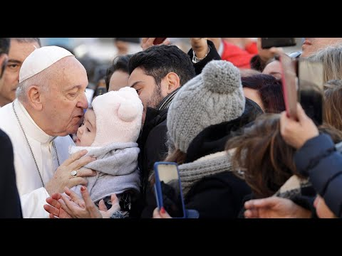 교황, 코로나19에도 일반 알현 강행…신도들과 악수 / 연합뉴스TV (YonhapnewsTV)