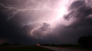 Lluvias Torrenciales con Truenos y Tormenta Eléctrica
