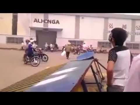 Vietnam Protester Destroy Industrial Of China