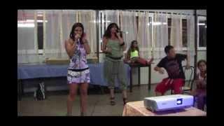 Karaoke - Alessandra e Cristiana cantano Gechi e Vampiri
