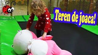 Melissa Pe Tobogane,in Labirint,pe Trambulina   La un  teren de joaca pentru Copii
