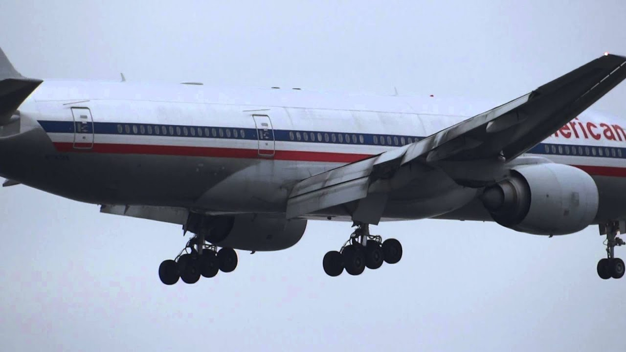 American Airlines 777 And Tam Airlines A330 Parallel