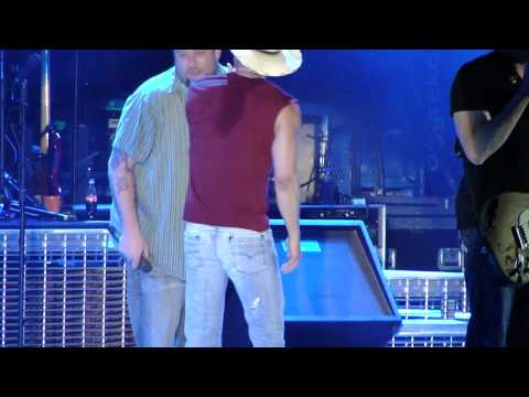 Kenny Chesney You Never Even Called My Name with Uncle Kracker Snowden Grove 5-26-11