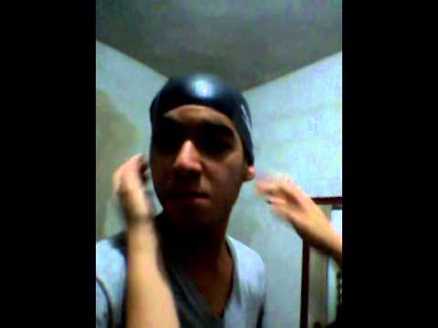 62271be8e Aprenda como colocar uma touca de natação! - YouTube