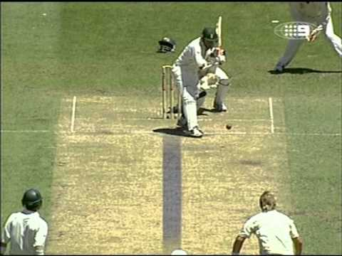 WORST UMPIRING LBW DECISION OF ALL TIME??? SHANE WARNE vs BILLY BOWDEN.......
