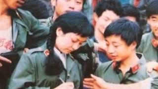 三つ編みの女性兵士。昔の中国人民解放軍 (30年前?)