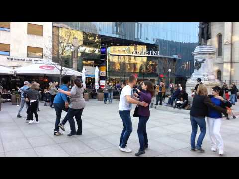 Zagreb rueda de casino flash mob - afterparty rueda 2 - Cvjetni trg 28-3-2015
