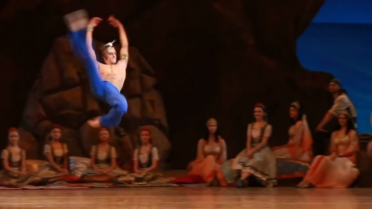 Sergei Polunin does huge ballet jumps in 1080HD!