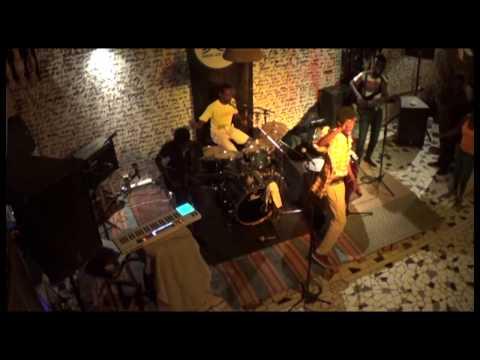 JOCELYN BALU ET LES AIGLES DE LA REVOLTE à DAKAR, Chez les Bastion Pirate ( Concert Kintuéni Punk )