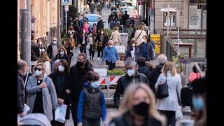 Napoli, altro che zona rossa: folla sul lungomare e nella villa comunale
