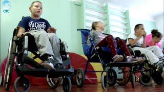 родители детей инвалидов-колясочников пожаловались на то, что в Школе-интернате 152 отсутствует лифт