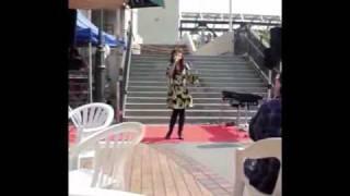 2010年のGWに尼崎市塚口のつかしんで行われた シンガーソングライター松田陽子さ...