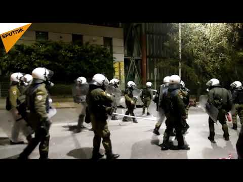 Greece: Anarchists Clash With Police in Thessaloniki in Protest Against Nationalism