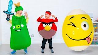Эрик и Глеб играют в птичек Angry Birds